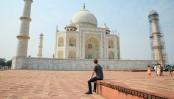 Mark Zuckerberg visits Taj Mahal in India