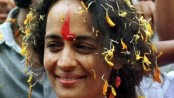 India's Arundhati Roy returns national award over 'horrific murders'
