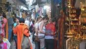 Foreigners to wear sari, dhoti at Kashi Vishwanath