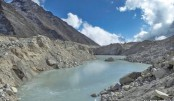 'Dangerous' lakes in Everest glacier