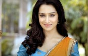Shraddha Kapoor treats 'Baaghi' team to surprise dinner
