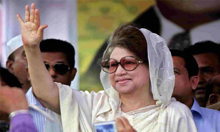 Khaleda delivering speech at Paltan rally