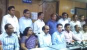 Public univ teachers sit with PM