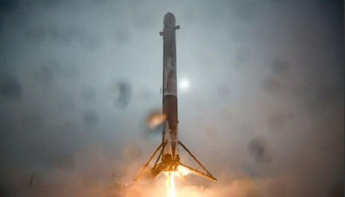 SpaceX delivers satellite successfully but fails ocean landing
