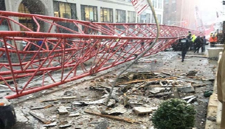 Crane comes crashing down in Manhattan, 1 killed
