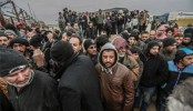 EU calls on Turkey to let Syrian refugees cross border