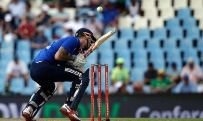 S Africa beats England by 7 wickets, stays alive in series