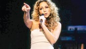 My stage is never how I want it!: Mariah Carey