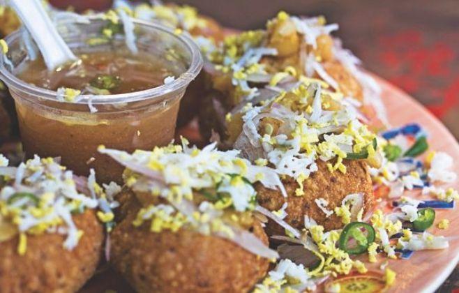 Fuchka/Chotpoti: a true Bengali delicacy