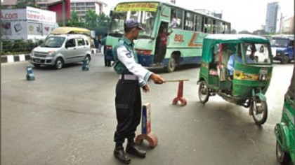 Traffic constable crushed under truck in city