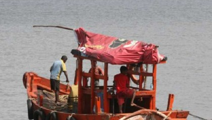 2 missing after trawler capsizes in Manikganj