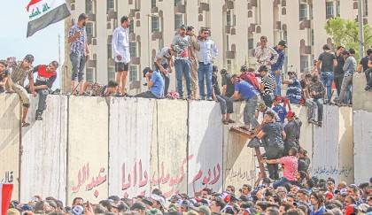Protesters quit Baghdad's Green Zone after unprecedented breach