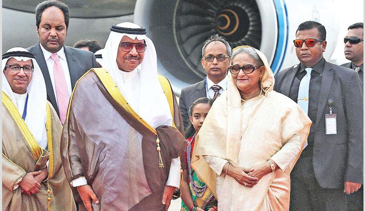 Kuwait PM accorded rousing reception