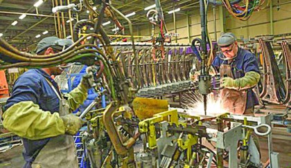 UK manufacturing 'contracts for first time in three years'