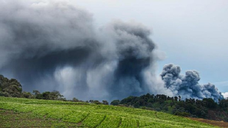 Volcano eruption chokes towns in Costa Rica