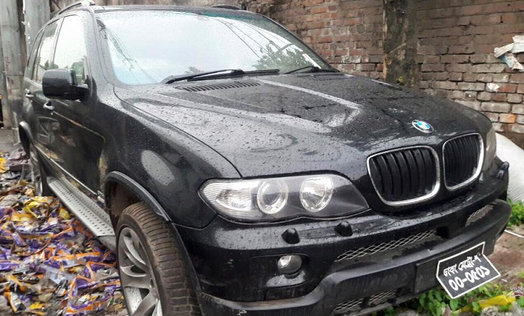 Customs officials seize BMW worth TK. 5 crore from Dhaka's Tejgaon