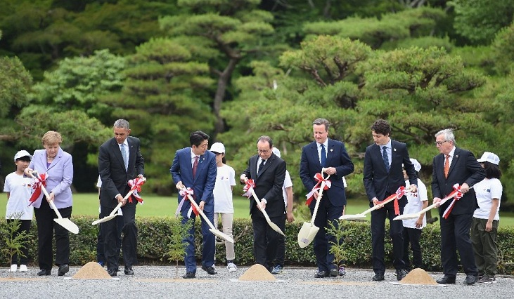 World leaders open G7 talks with economy in focus