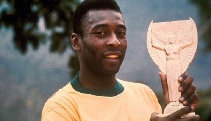 Pele sells off his life in the beautiful game