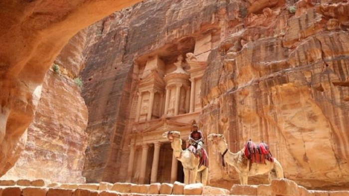 Huge monument found under sands in Petra