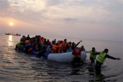 Migrants rescued as boat runs aground near Greek island