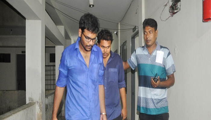 2  medical students held with sharp weapons
