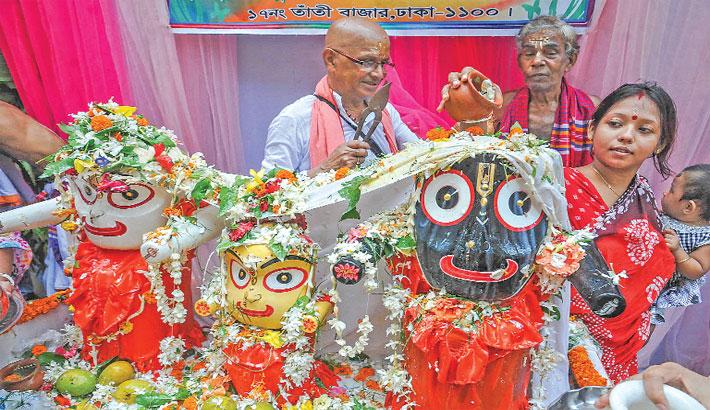 Hindu devotees perform the rituals of 'Snana Yatra'