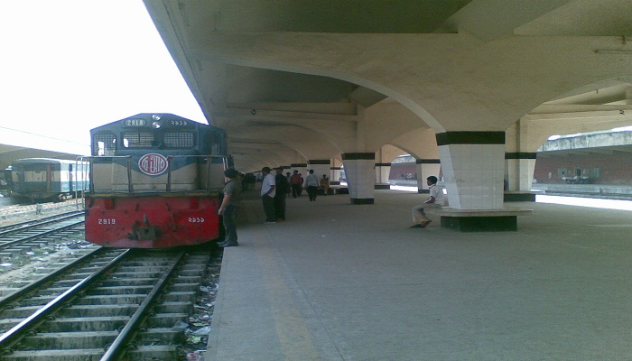 Youth held with Yaba at Kamalapur Railway Station