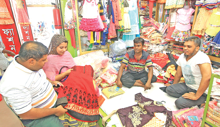 Old Dhaka's markets buzzing with shoppers