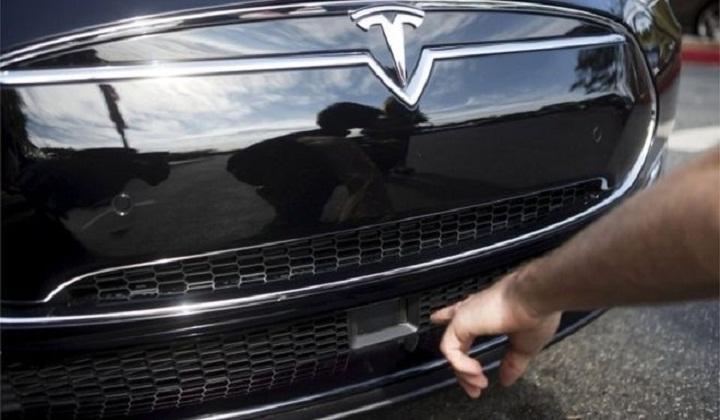 Tesla says autopilot involved in second car crash