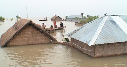 Worsening flood leaves 1 lakh stranded in Kurigram
