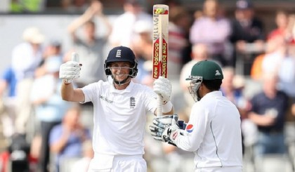 England v Pakistan: Root and Woakes put  England in command