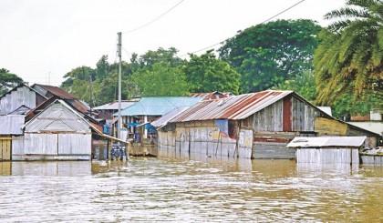 Flood in Kurigram: Five lakh people marooned