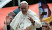 Pope urges youth to accept migrants