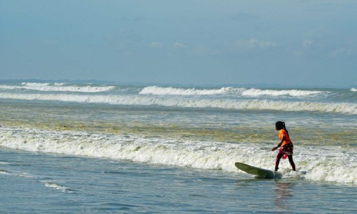 Bangladesh's surfing girls defy the cultural tide