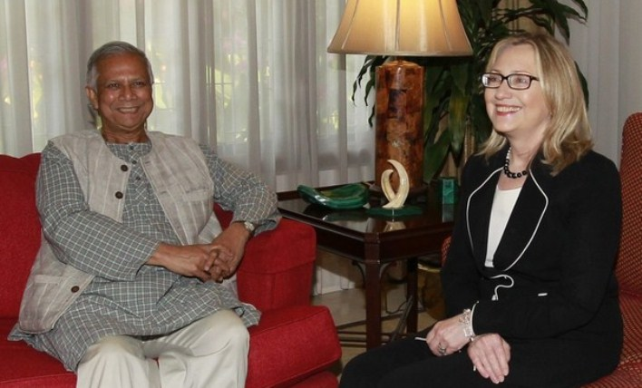 Yunus donated to Clinton's charity while she ordered assistance during Grameen Bank crisis