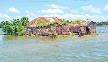Authorities order evacuation as rapidly rising Padma flushes villages