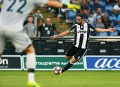 Khedira winner for Juve as Napoli beat nine-man Milan