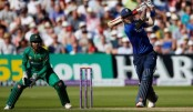 England hammers Pakistan to world-record 444-3