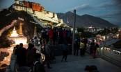 China pushes Tibetan tourism while critics fear impact