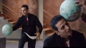 Akshay Kumar turns sporty, plays football with a globe