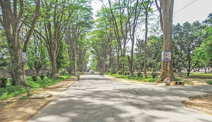 Idyllic 'Paris Road' too attractive for RU students