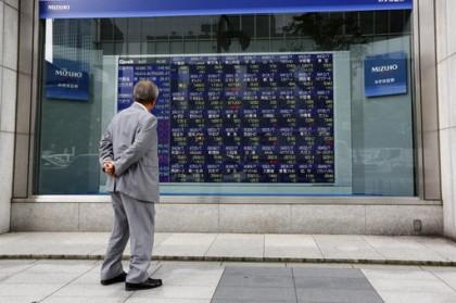 Asian stocks mixed as traders follow US presidential debate