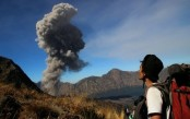 Tourists evacuated as Indonesian volcano erupts: Official