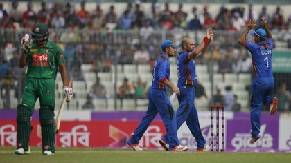 Bangladesh reel after losing seven