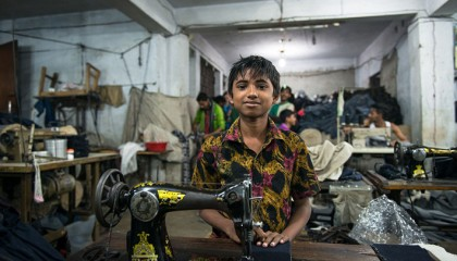 Garment workers use cellphones to report abuses