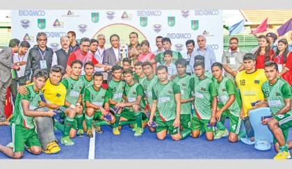 India win trophy, local boys win hearts