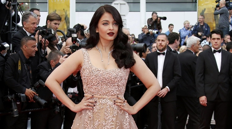 We don't have time to talk as we are so busy on our phones, says Aishwarya Rai Bachchan