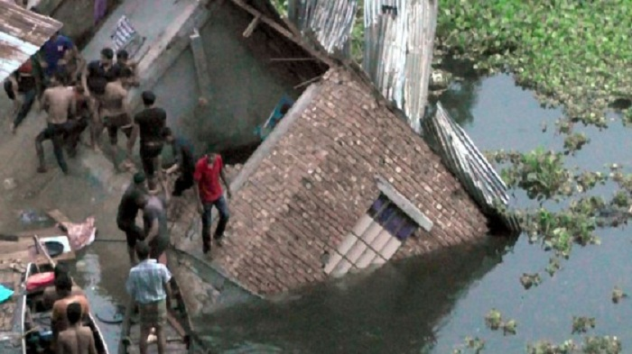 Kaptai Lake building collapse kills 4