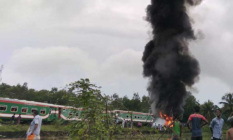 Parabat Express engine catches fire