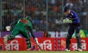 Kayes' ton keeps Bangladesh alive in hunt